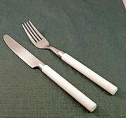 Bestick kniv o gaffel rostfrit o plastskaft